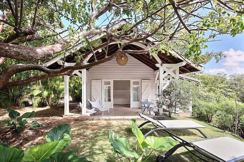 Cottage Amalia : bungalow haut de gamme, splendide vue, jardin tropical arboré, aluguéis de temporada em Le Francois
