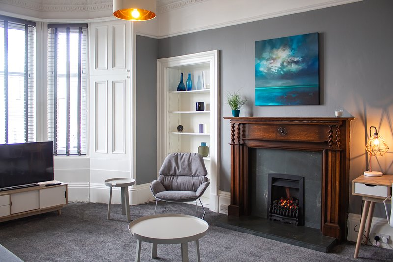 Anchored | Spacious Apartment in Glasgow's Southside, Ferienwohnung in Giffnock