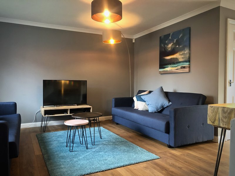 Anchored | Stunning Home in South West Glasgow, holiday rental in Renfrew