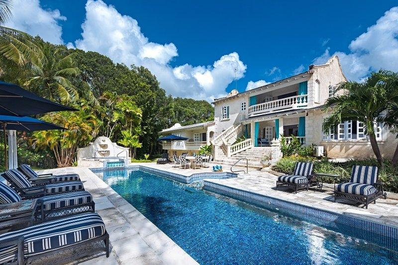 Villa Grendon House | Near Ocean - Located in Stunning Sandy Lane with Private, location de vacances à Saint Thomas Parish