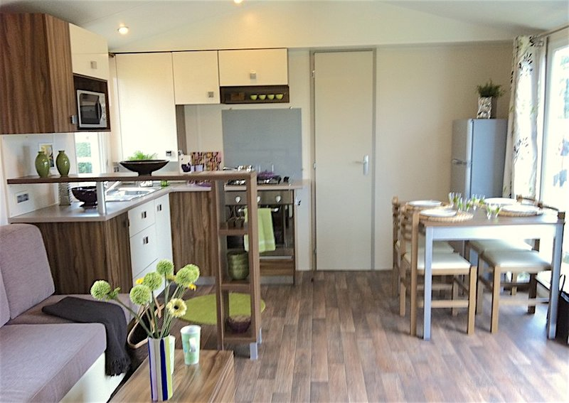 Amazing bungalow with shared pool, vacation rental in La Tremblade