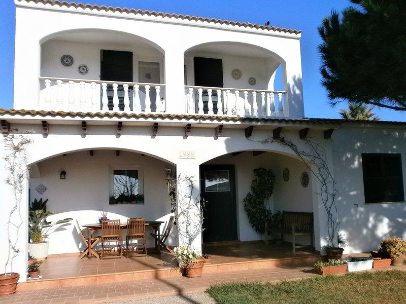 PRECIOSO CHALET INDIVIDUAL CON PISCINA Y JARDÍN PRIVADO, vacation rental in Ciutadella