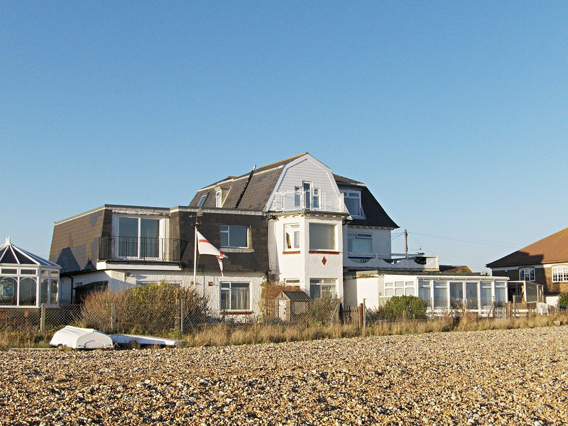 5 Coast Lodge, holiday rental in Pevensey