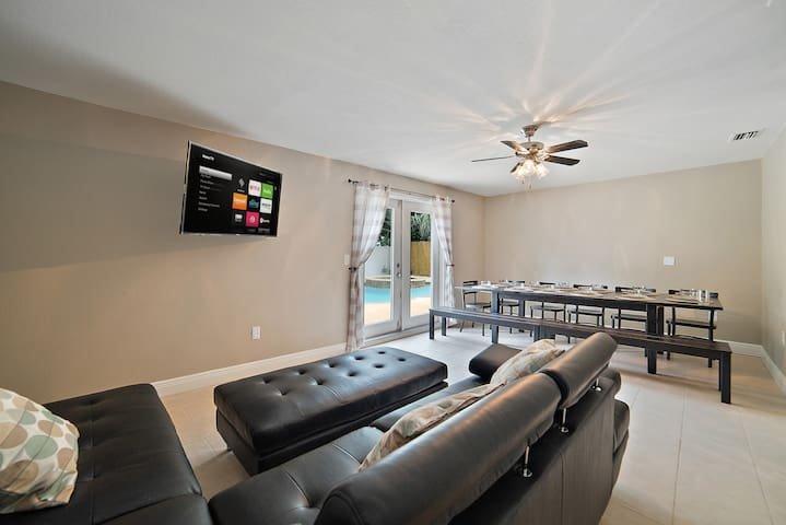 Living Room / Dinning Room with Swivel TV