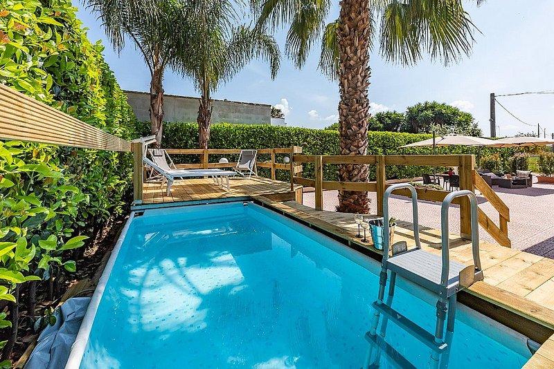 Marina di Mancaversa Holiday Home Sleeps 6 with Pool and Air Con - 5832154, holiday rental in Marina di Mancaversa