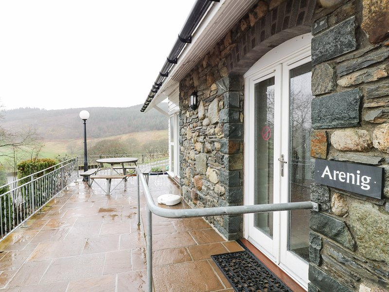 ARENIG, pet friendly, character holiday cottage, with a garden in Bala, Ref 9245, aluguéis de temporada em Llanuwchllyn