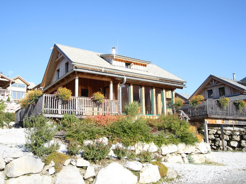 Luxury Chalet in Hohentauern with Panoramic Mountain Views, holiday rental in Moederbrugg