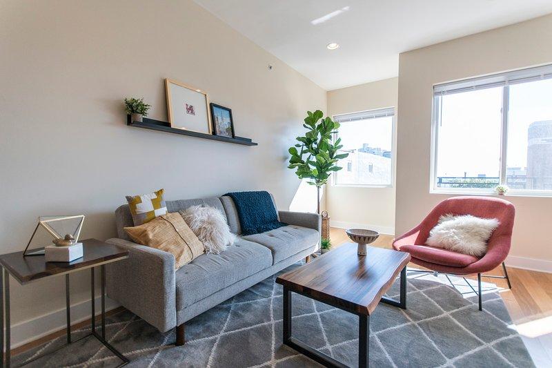 *CLEAN and SANITIZED* NoLibs Retreat |Roof Deck, vacation rental in Mount Laurel