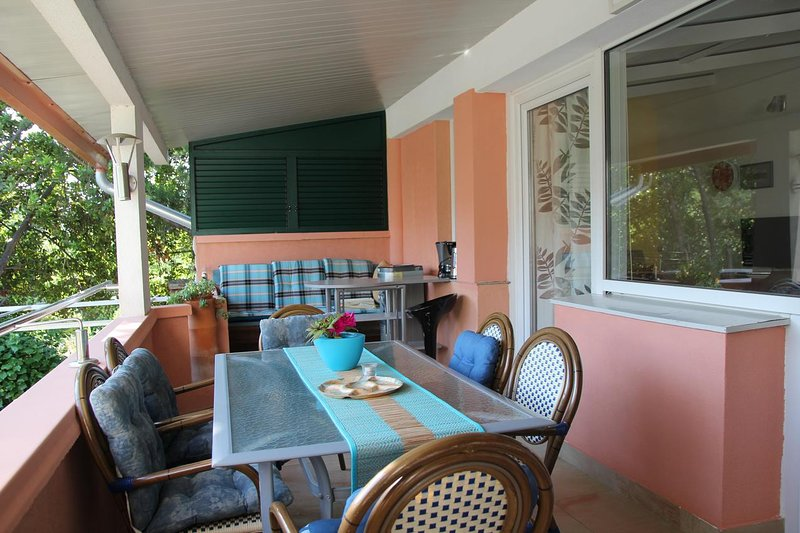 Smiric Apartment Sleeps 6 with Air Con - 5471515, vacation rental in Diklo