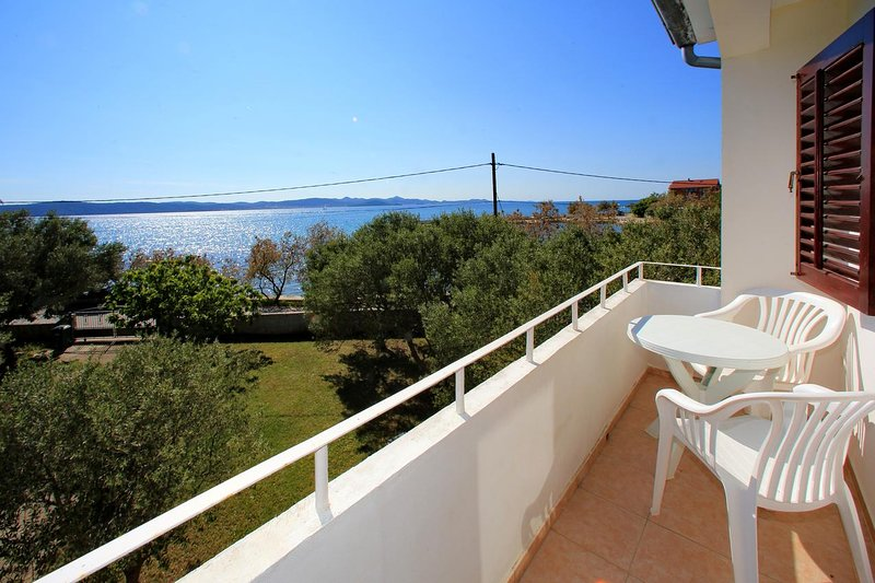 Bibinje Apartment Sleeps 6 with Air Con - 5462510, holiday rental in Bibinje