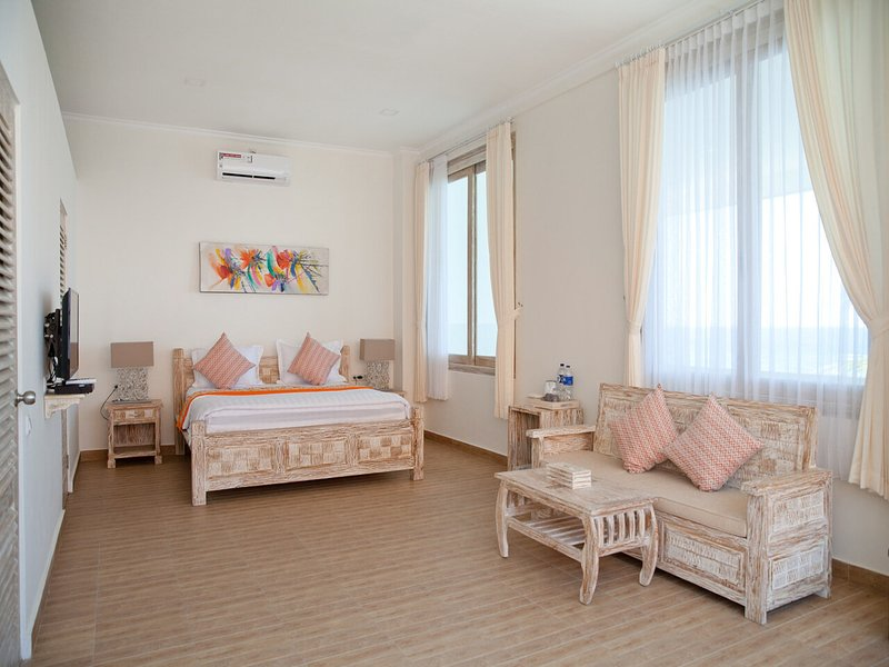 Lux Double Room in 11-bedroom beachfront compound, vakantiewoning in Tejakula