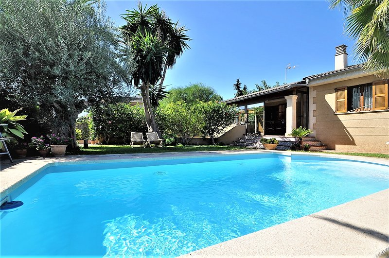 Villa PEP POMAR- Chalet just 8 kilometers from the center of PALMA DE MALLORCA -, vacation rental in Can Pastilla