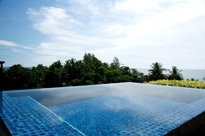 KG4C · Kata Gardens penthouse 4C sea view,private rooftop, Ferienwohnung in Karon