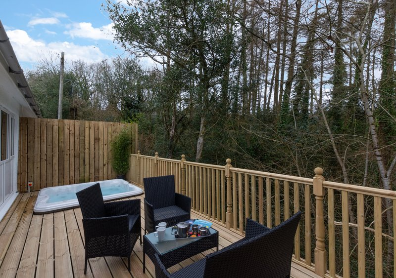Valley Grove Hot Tub A, holiday rental in Begelly