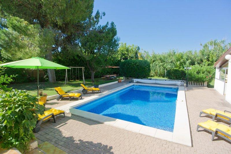 Les Ecureuils | 6 Bedroom Villa with Heated Pool, vacation rental in Lezignan-la-Cebe