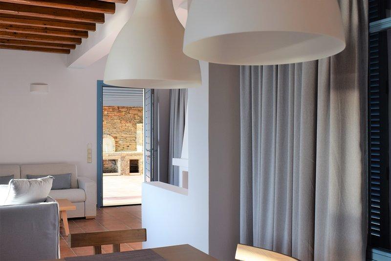 BELLA RESORT-GRAND VILLAS, holiday rental in Andros