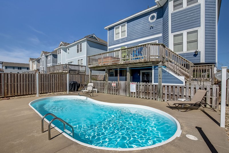 Tipsy Turtle | 595 ft from the beach | Private Pool, Hot Tub | Nags Head, location de vacances à Nags Head