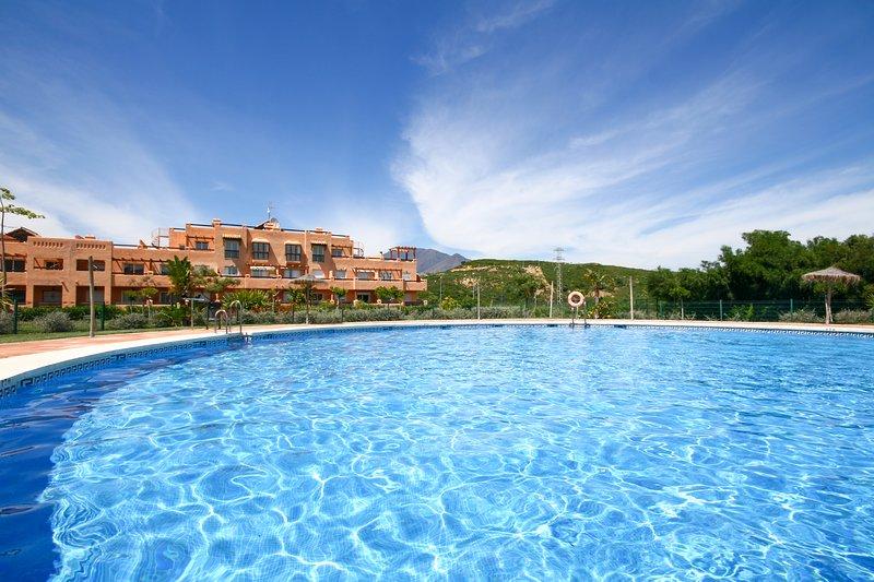 1439 - 2 bed apartment, Casares, Estepona, vacation rental in Casares del Sol