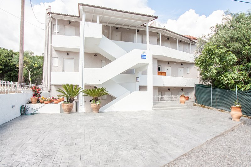 alexandros apartments, vacation rental in Ipsos