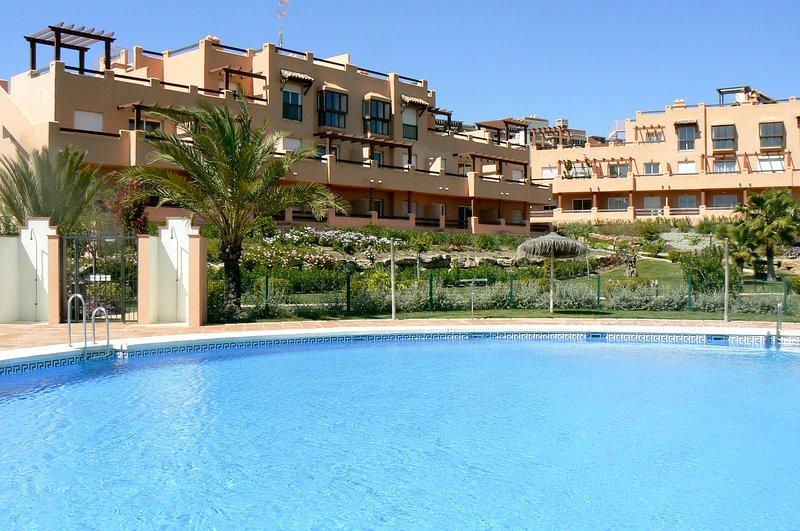 544 - 3 bed apartment, Casares del Sol, Estepona, vacation rental in Casares del Sol