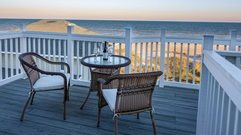 Captain's House A3 Newly Renovated Oceanfront Condo with direct beach access, holiday rental in Fernandina Beach