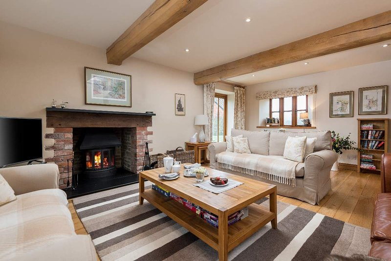 Sleeps 8 (+11), 5* Gold, Luxury, Beautiful, Clean Cottage in beautiful location, holiday rental in Mordiford