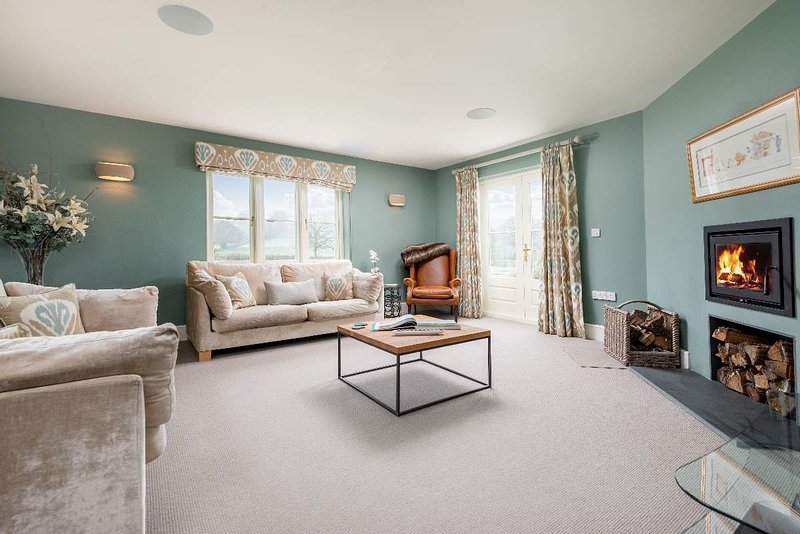 Sleeps 11, 5* Gold, M1, Luxury, High Quality, House with shared Games room, holiday rental in Woolhope