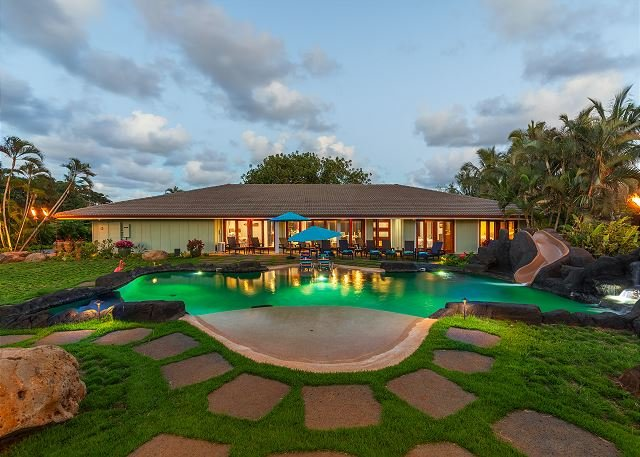 North Shore/Waialua - Large Estate home w/resort-style pool, steps to beach!, aluguéis de temporada em Waialua