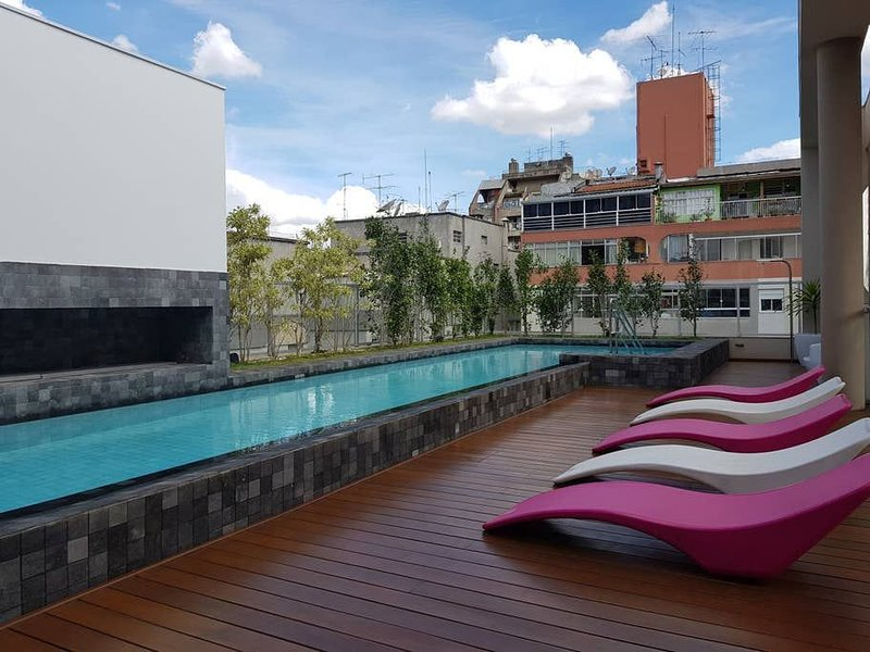 Estudio na Rua Augusta com AC, piscina e garagem. 909, vacation rental in Sao Paulo