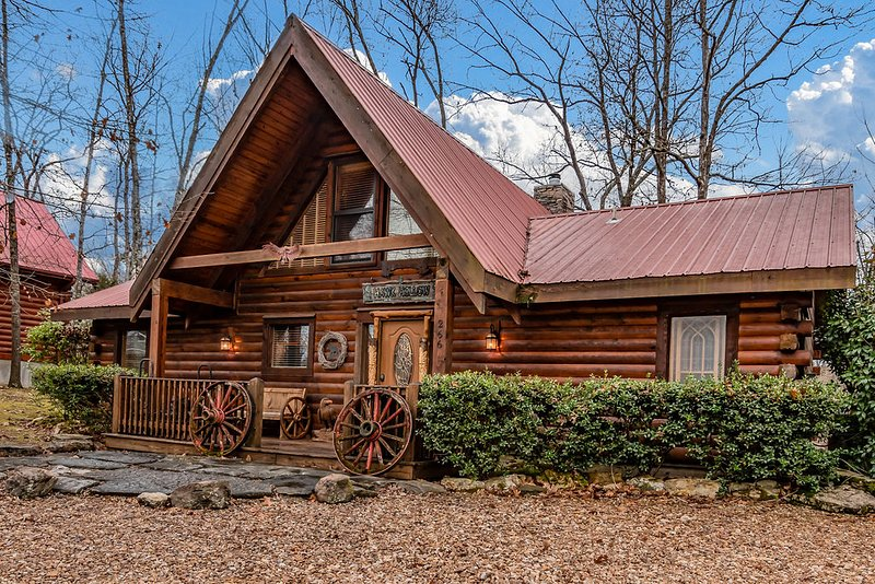 Ozark  Haven Lodge w/HotTub, vacation rental in Omaha