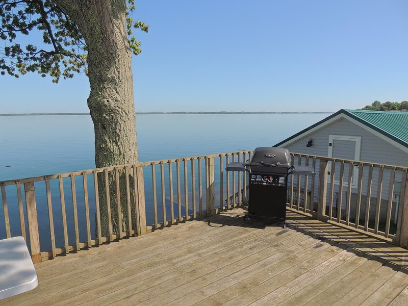 Charming waterfront 3 bedroom cottage #22, holiday rental in Sackets Harbor