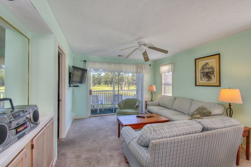 Second-Story Golf View Condo in Myrtle Beach!, vacation rental in Conway