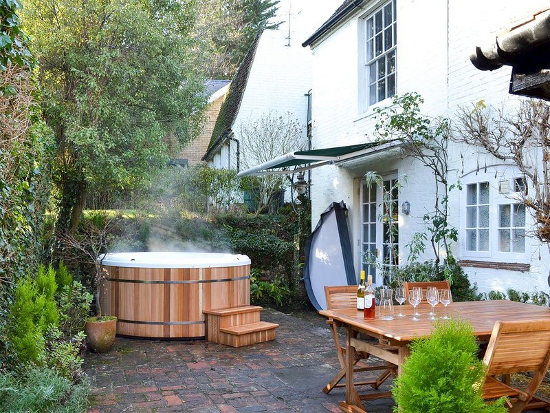 Coppice Hill House, holiday rental in Wickham