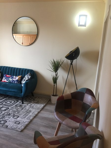 2 Double Bedrooms Apartment in Paris South, casa vacanza a Villeneuve-le-Roi