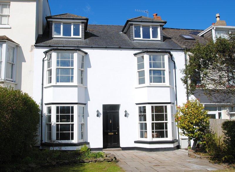 Beautiful 5 Bedroom (sleeps 9) Period House in North Devon, close to Beach, vacation rental in Westward Ho