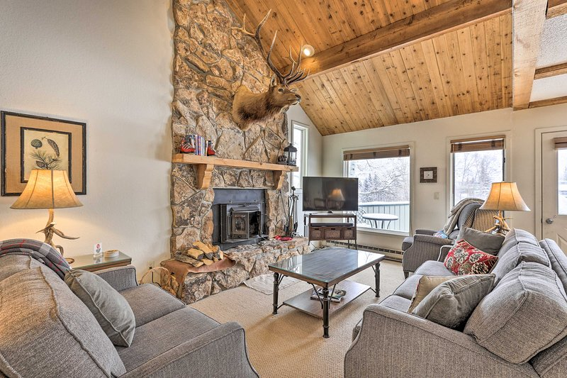 Year-Round Mountain Getaway w/Hot Tub, Golf Access, vacation rental in Eagle-Vail