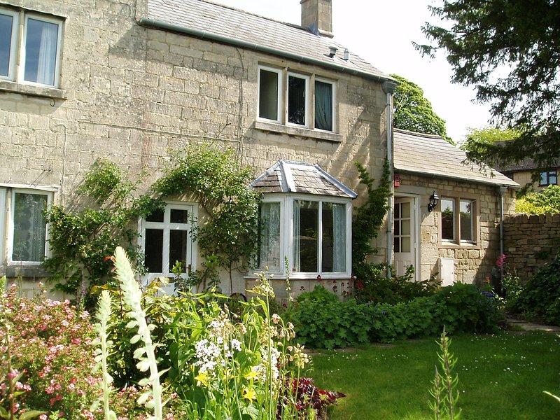 Beautiful 18th century garden cottage in Painswick, Queen of the Cotswolds, alquiler vacacional en Cranham