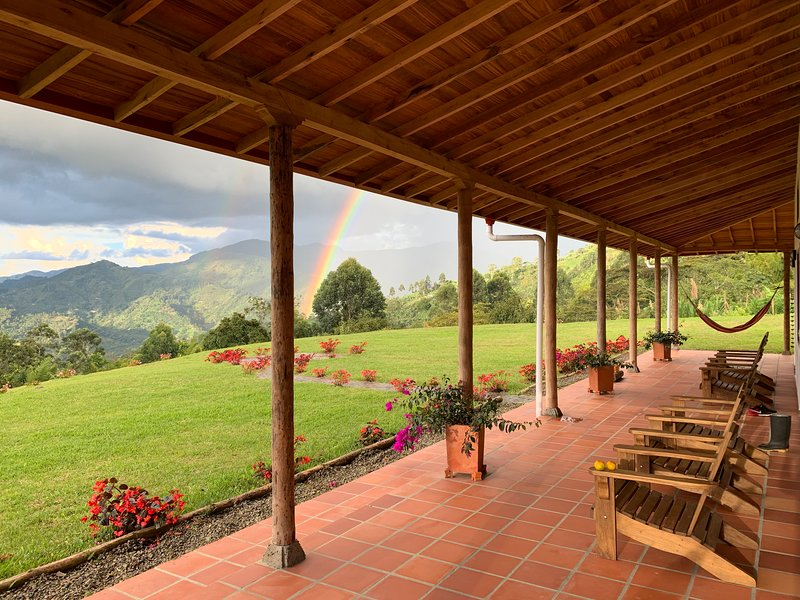 Jardin, Colombia, Spacious Modern Rustic Farm, Coffee Tours – semesterbostad i Antioquia Department