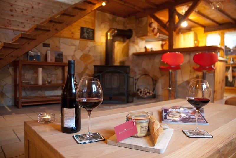 Petit Chalet Cozy 5* : La Clusaz 5km, Annecy 20km Ideal pour un Couple, vacation rental in Les Villards-sur-Thones