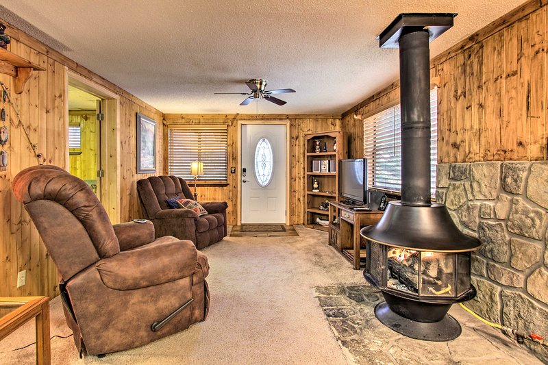 Couples Cabin: Great Smoky Arts & Crafts Community, vacation rental in Gatlinburg