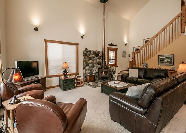 Pine Tree Cottage-WIFI, Woodstove, Hot Tub, Fido OK and more, holiday rental in Leavenworth