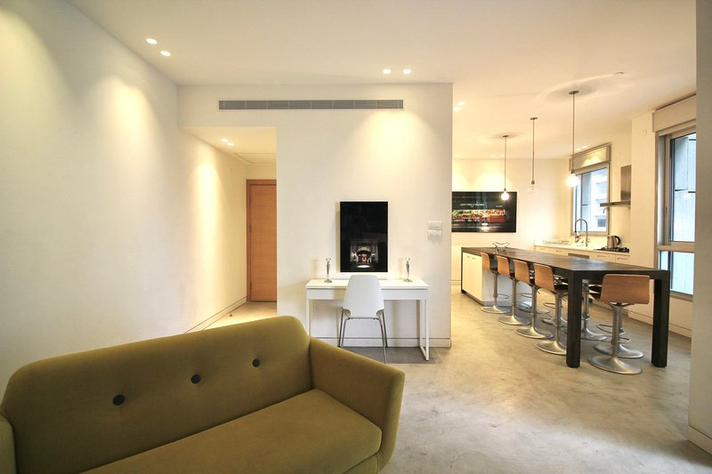 Large 4 bedroom apartment in Tzameret park, Ferienwohnung in Petah Tiqwa