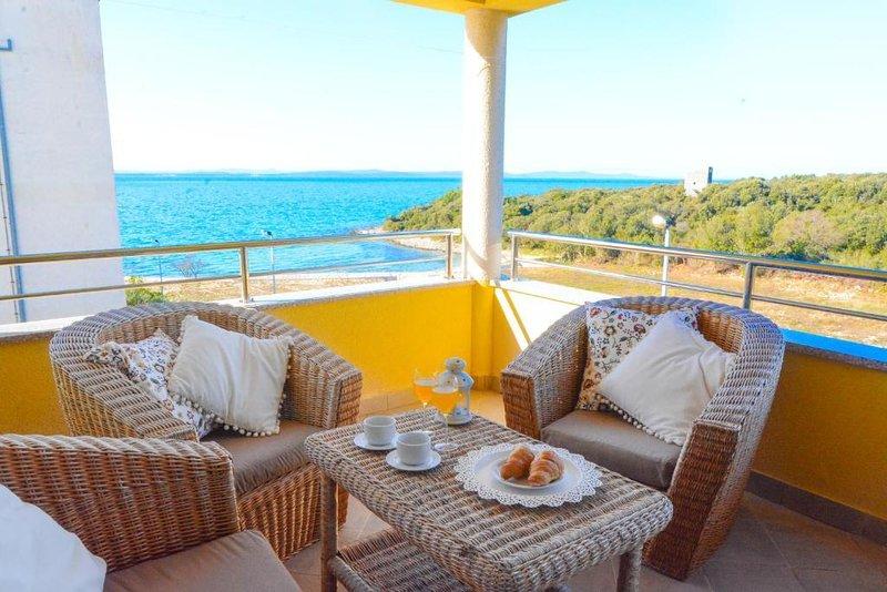 Gornje Petrcane Apartment Sleeps 4 with Pool and Air Con - 5832475, alquiler vacacional en Kozino