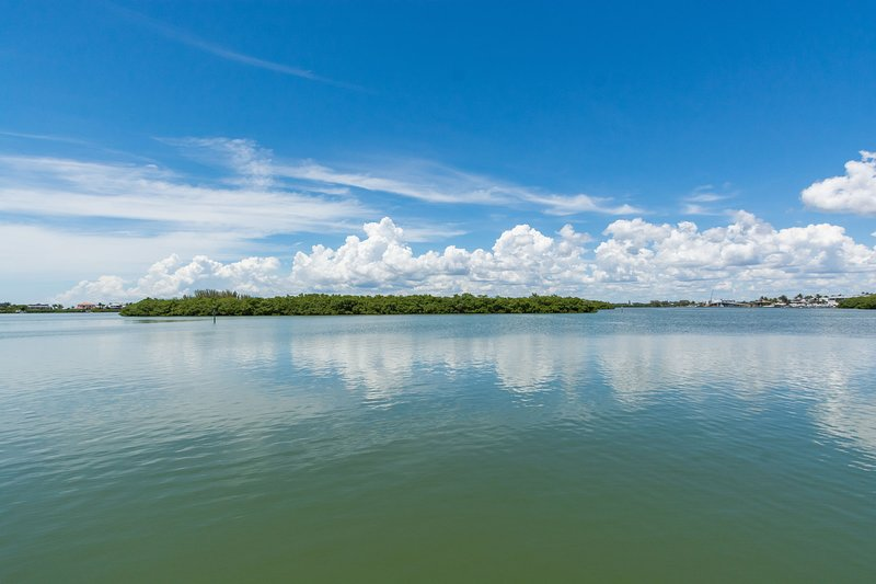 #2-B *Beach*Lemon Bay*Pool*Boat Dock*Fully Furnished*, casa vacanza a Manasota Key