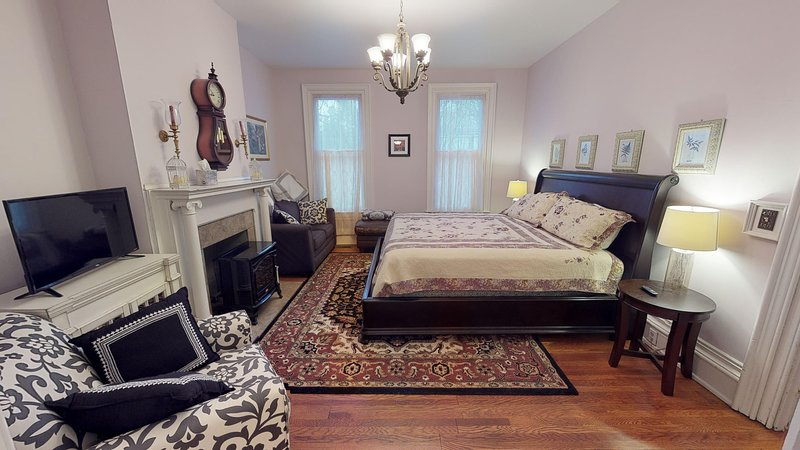Hyde House Lilac Suite near Hocking Hills, Ohio University, Athens & Logan, casa vacanza a Glouster