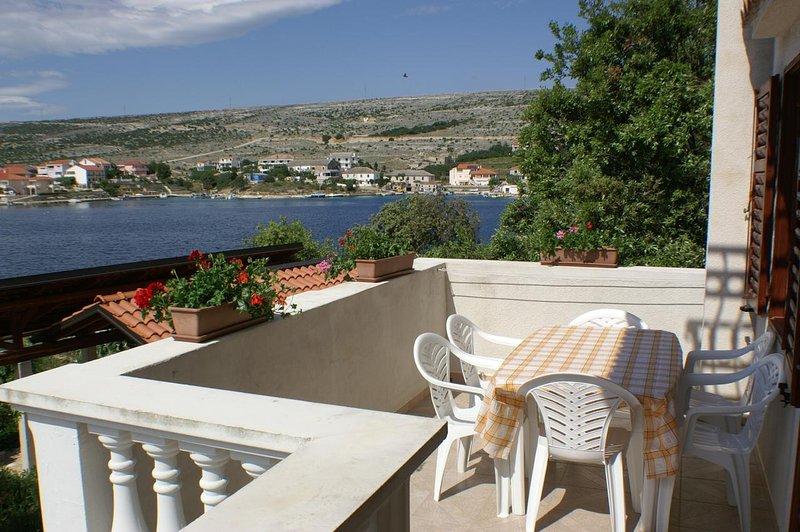 Simuni Apartment Sleeps 5 with Air Con - 5459075, location de vacances à Simuni