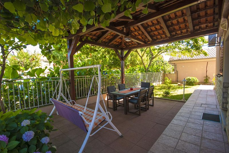 Kukljica Apartment Sleeps 4 with Air Con - 5468125, vacation rental in Kukljica