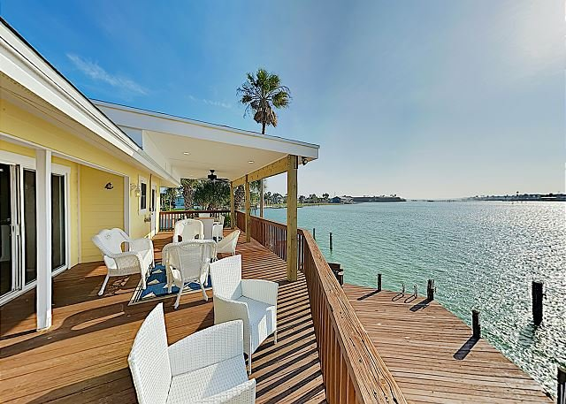 New Listing! Spacious Waterfront Key Allegro Getaway w/ Private Dock & Pool, alquiler de vacaciones en Rockport