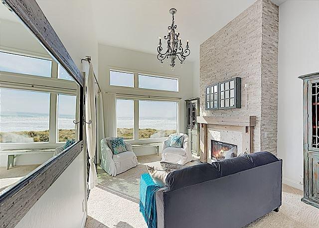 New Listing! Beachfront Penthouse w/ Ocean-View Balcony & Gourmet Kitchen, alquiler de vacaciones en Gilroy