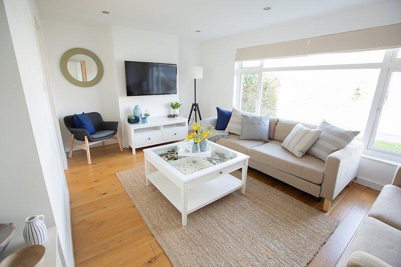 Detached airy bungalow in Croyde near sandy surf beach. 50+ 5*Excellent reviews., location de vacances à Braunton